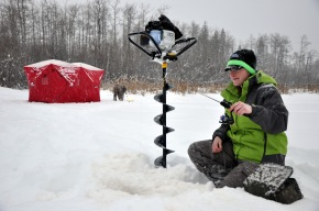 Ice Fishing Excursion with Solo Angler, Amanda Aven (Ooberfish) in Dawson Creek B.C.