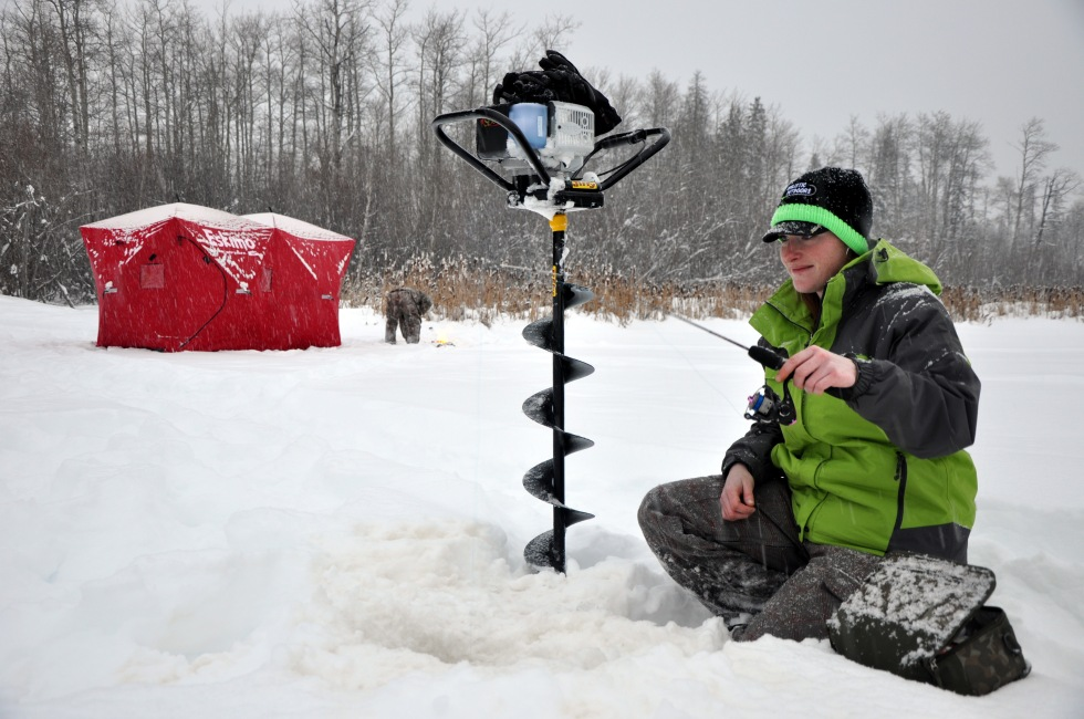 Ooberfish - Amanda Aven teaches me the finer art of ice-fishing as a solo female traveler.